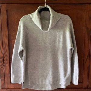 Old Navy turtleneck sweater Size Medium